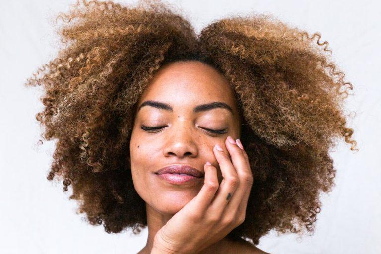 Właściwe odżywianie ma wpływ na jakość naszych włosów