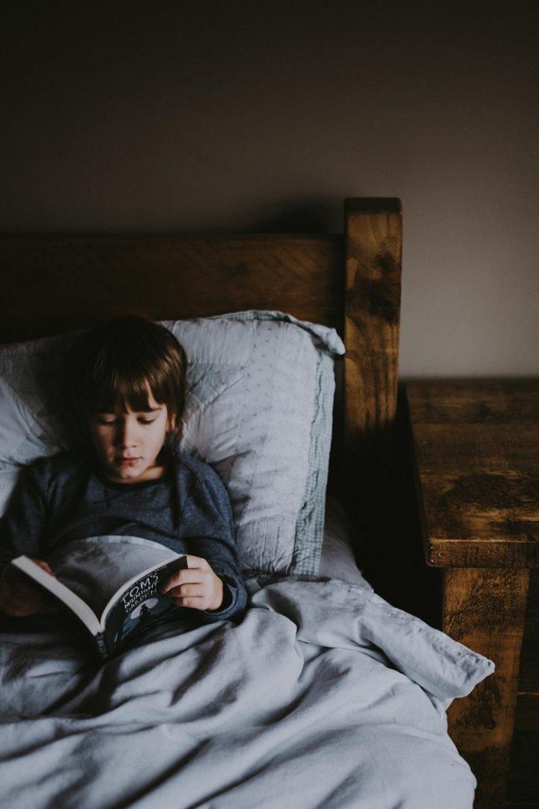 Czym się kierować przy zakupie pościeli dla dziecka do łóżeczka?